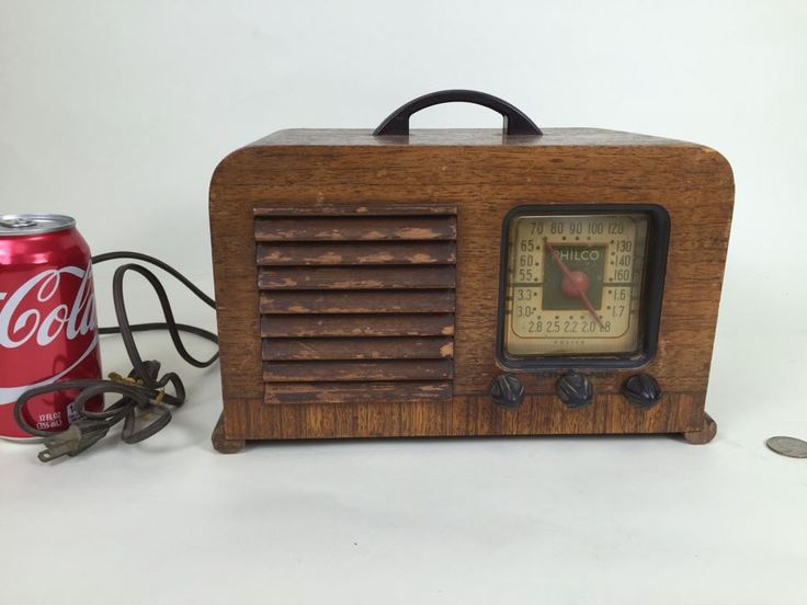 Vintage Art Deco Philco Wooden Tube Police Radio - May Need Servicing And Rewiring