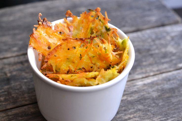 Cukkinis-répás parmezánchips recept: Remek és egészséges nassolni való chips recept az esti filmezéshez, amit érdemes kipróbálni. Mivel az alapja cukkini, és sárgarépa, azt hiszem bátran mondhatom, hogy még egészséges is. ;)