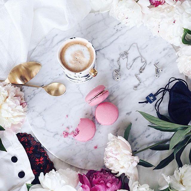 Hello ❤️ Kochani, kto nie obchodził 7 czerwca Międzynarodowego Dnia Sexu ma cały weekend żeby to nadrobić 😍 🙈🙉🙊 🥂🍓🍓🛁 Polskie truskawki wciąż tanieją, u nas już po 6 zł , kupiliśmy 3 kg 😂😉 Pięknego i radosnego dnia Wam życzymy 🥂  .  .  .  .  .Coffee time ☕️…