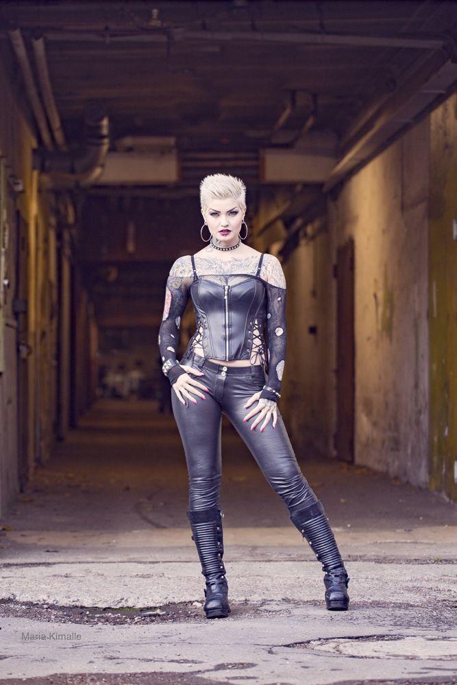 Model: Nina Nonstopable Photo: Maria Kimalle