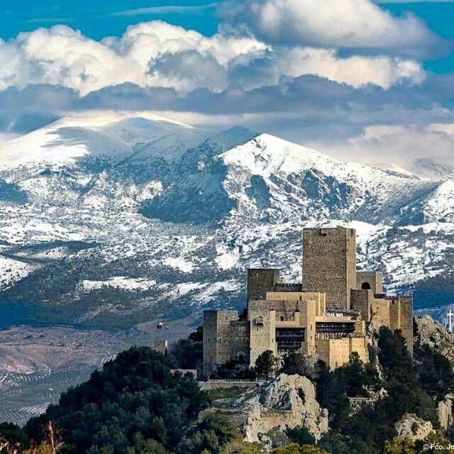 Castillo de Sta. Catalina. Al fondo, sierra Mágina. Jaén