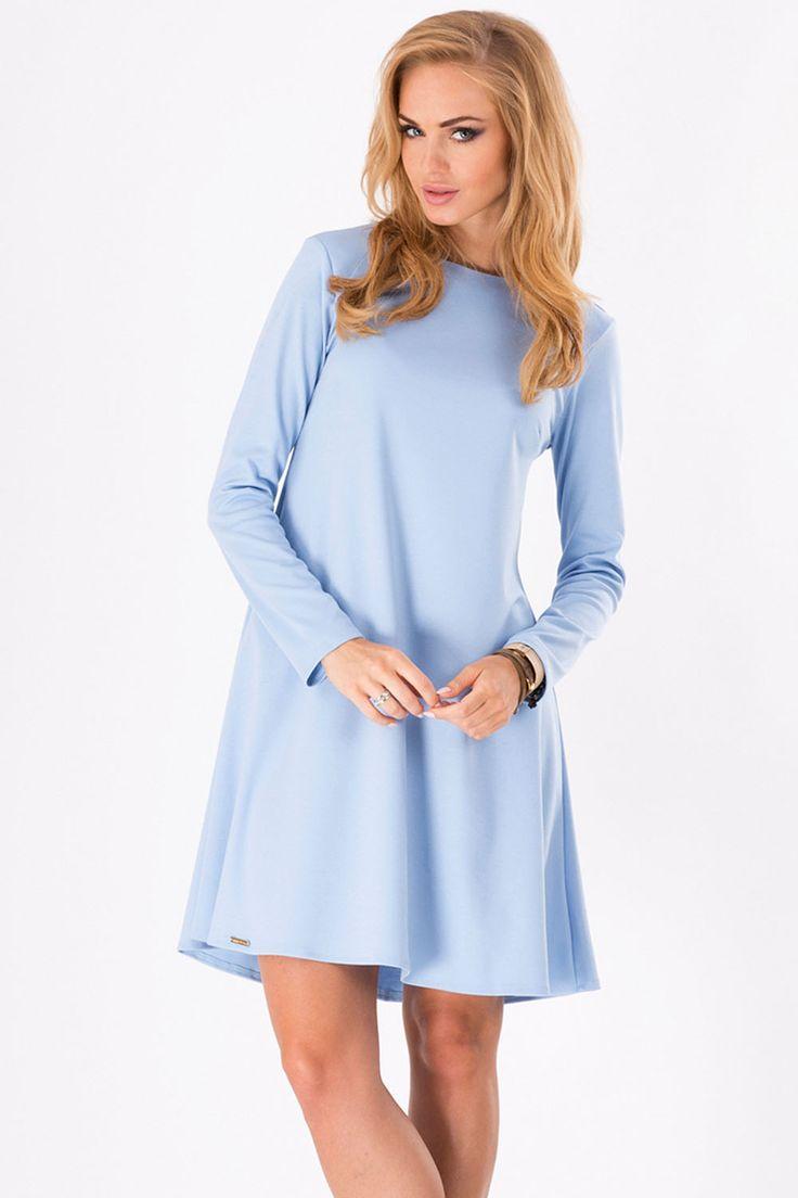 Stylowa sukienka w romantycznym stylu. Dekolt półokrągły, sukienka ma  rozkloszowany krój, na kształt trapezu. Sukienka posiada długi rękaw. Tył delikatnie wydłużony,  z tyłu zapięcie na kryty zamek. Sukienka wykonana z gładkiej tkaniny. Sukienka idealna na każdą okazję. #modadamska #sukienkiletnie #sukienka  #allettante.pl