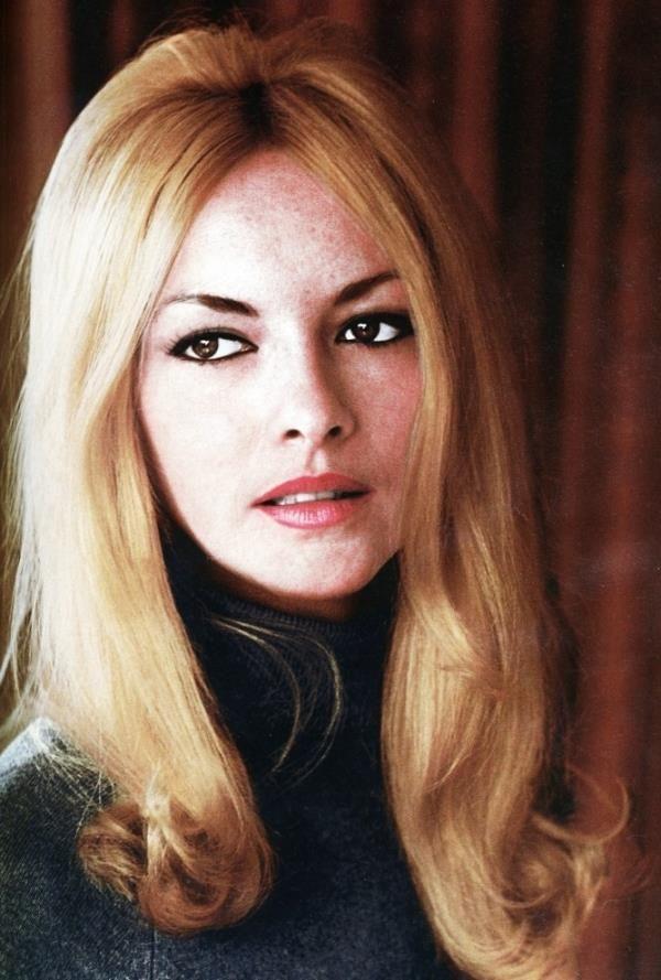 Again - delighting beauty Barbara Brylska.
