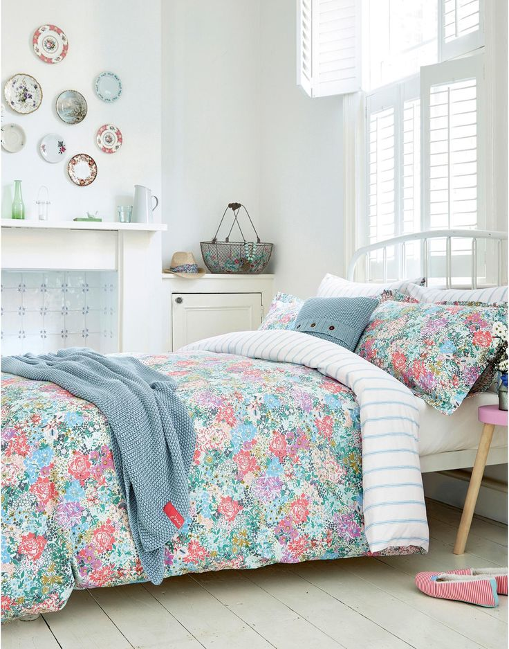 DUVETCHELSEA Chelsea Floral Duvet Cover: This would go perfectly with my purple floral sheets.