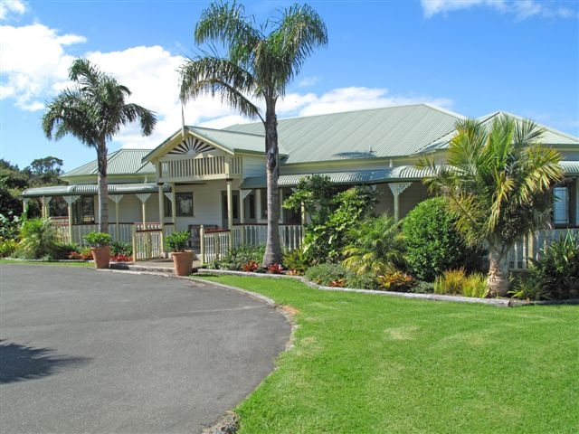 Matakana Country Lodge.  Accommodation for 3 couples.  Perfect venue to celebrate birthdays, anniversaries or any special occasion.  #accommodation #NZ #auckland #matakana