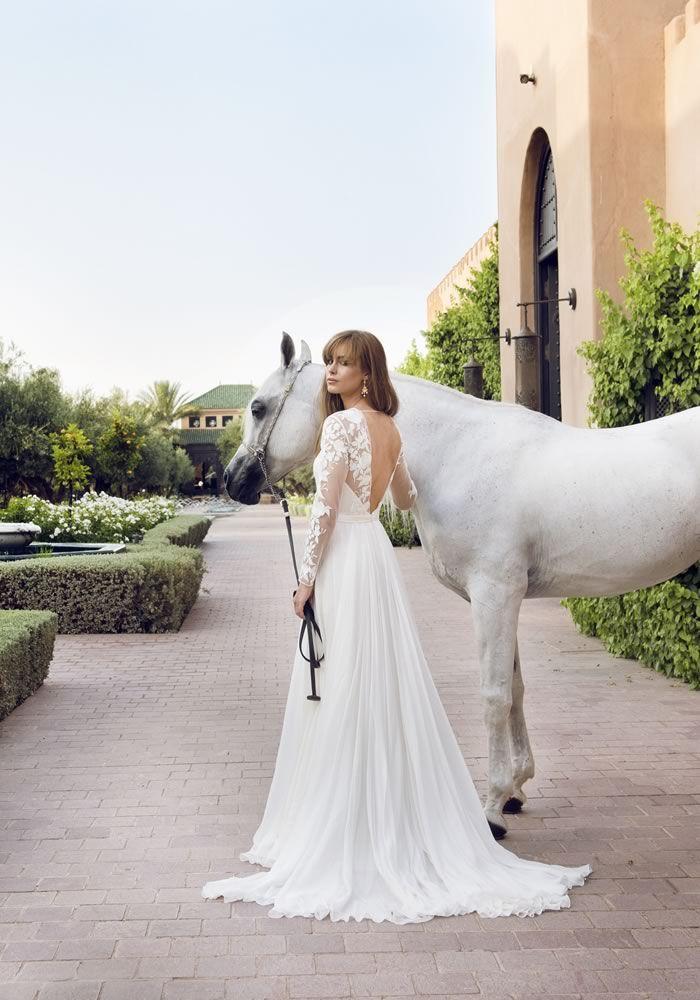 divine robe de mariée à manche longue en dentelle dos nu