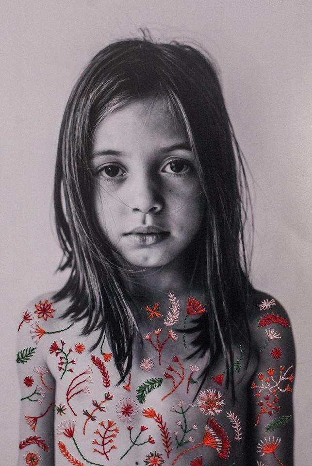 Deze kunstenares bewerkt haar foto's met borduurkunst – Paradijsvogels Magaz… – Inspiratie en kunst
