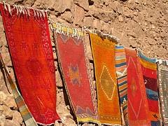 Ait Benhaddou, tappeti colorati sui muri. Morocco.