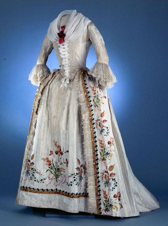 Robe à l'anglaise, ca. 1780-1790, France, woven stripe silk needleworked with silk, trimmed with silk lace, lined with linen and silk.