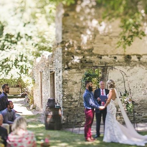 Our beautiful guests under Jewels wedding arch next door in Thurlby Domain one summer day 📸Takenbytim #love #wedding #bride #groom #queenstownwedding #queenstown #newzealand #airbnb #weddinginspiration #weddingdress #travel #summer