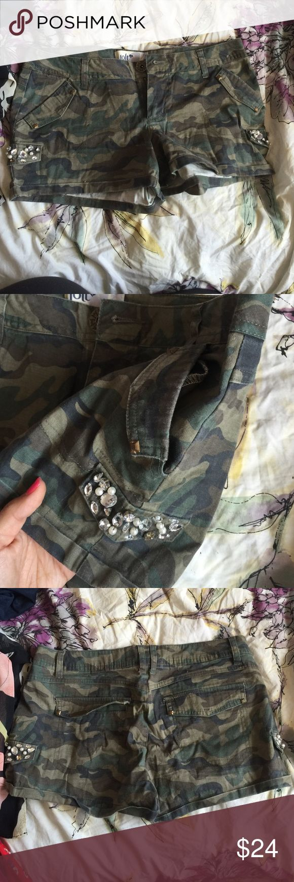 Army shorts with diamond and pearl detail pockets Army shorts with diamond and pearl detail pockets Jolt Shorts
