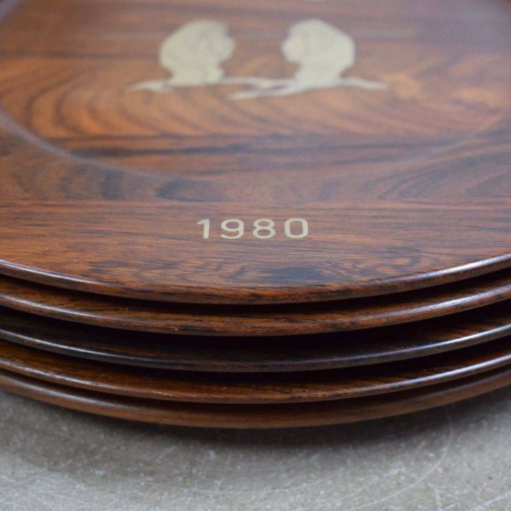 Set of Danish rosewood platters with silver inlays depicting Greenlandic motives. By Robert Dalgas Lassen. Worldwide shipping available.