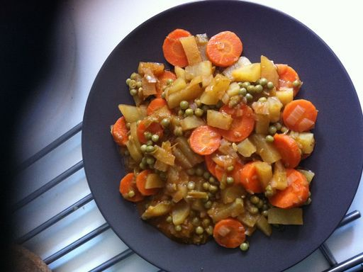 haricot vert, huile, pomme de terre, concentré de tomate, oignon, cube de bouillon, beurre, ail, carotte, lardons, petit pois
