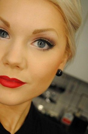 love this makeup.: Red Lipsticks, Cats Eyes, Weddings Makeup, Classic Make Up, Classic Makeup, Makeup Looks, Perfect Red Lips, Wedding Makeup, Eyes Makeup