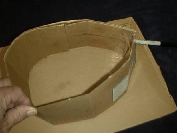 Cómo hacer tu propio sombrero de vaquero de cartón
