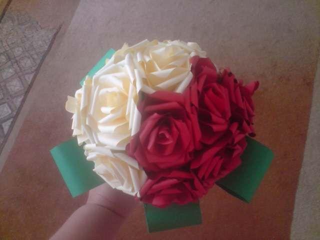 Floraria handmade ... cu flori din hartie: 3 . Buchet de flori , realizat din trandafiri : grena cu crem , realizati handmade .