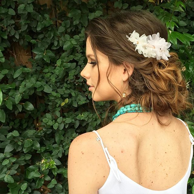 """I did this hairstyle is 15mins only using a comb, hairspray and bobby pins. Hair accessory """"Eloise"""" by @blairnadeaumillinery. Hair by @ladylyngool. Necklace by @fluxandform. Styled by @pasteldressparty. #LadylynBehindTheScenes #bts #ladylynbts"""