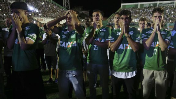Fox Sports Brazil honors plane crash victims with powerful '90 minutes of silence'