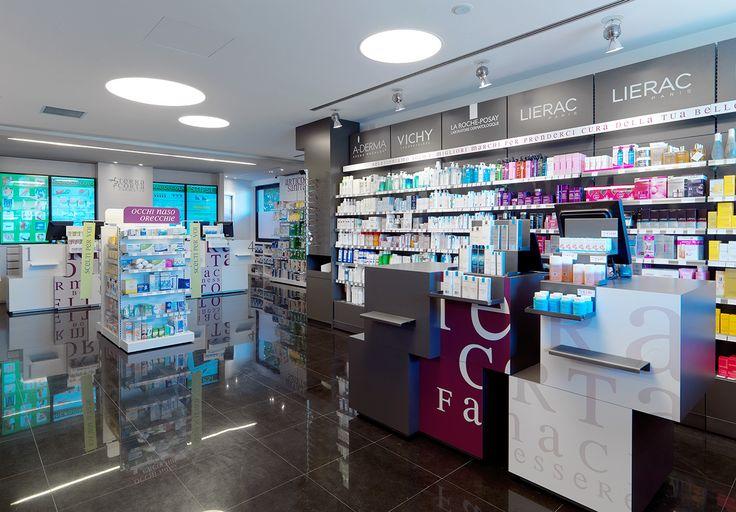 Una farmacia dal look distintivo ed elegante. attraversata da una nota di colore non convenzionale, ma piacevole, energica e di sicura riconoscibilità...