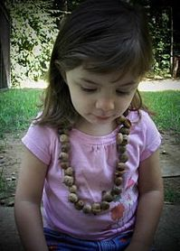 Adorable! Make a little acorn necklace with your kids: Autumn Crafting, Librarian Crafts Books Ideas, Acorn Learning, Acorn Necklaces, Fall Crafts, Acorn Crafts, Craft Ideas, Autumn Crafts