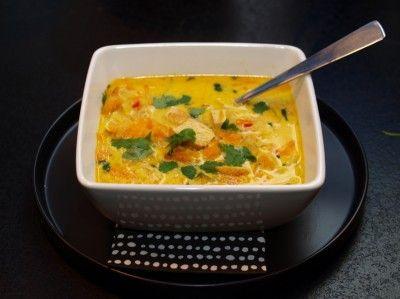 Indisk kyllingsuppe med eple, gulrøtter, ingefær, chili og kokosmelk