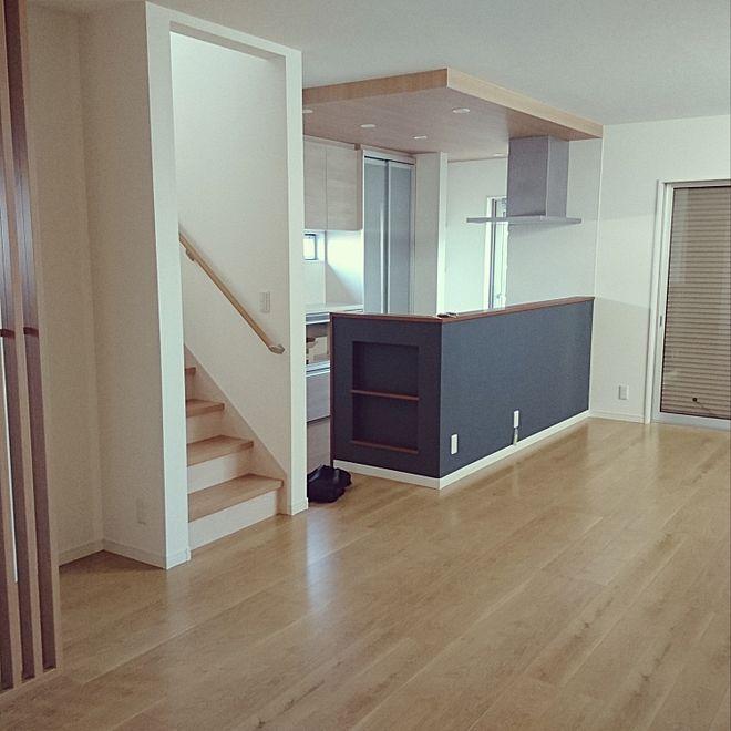 部屋全体 キッチン天井壁紙 格子の仕切り ネイビー好き オークの床
