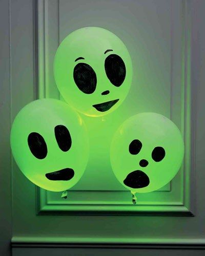 Halloween Deko: Leuchtende Luftballons