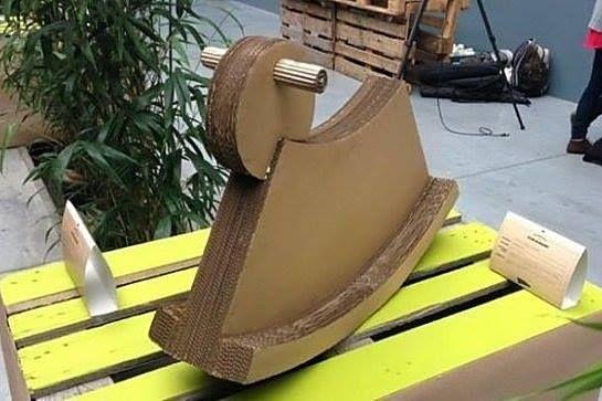 Kartoninis arkliukas, sėdimas žaislas, dizainerė Danguolė Kančaitė, ES žaliojo dizaino konkursas, 2014. Cardboard rocking horse, designer Danguole Kancaite