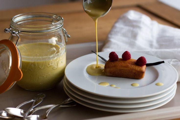 La crème anglaise Thermomix, ça se fait les doigts dans le nez et ça ne peut pas rater. Mettez tous les ingrédients dans le bol, programmez, et voilà !