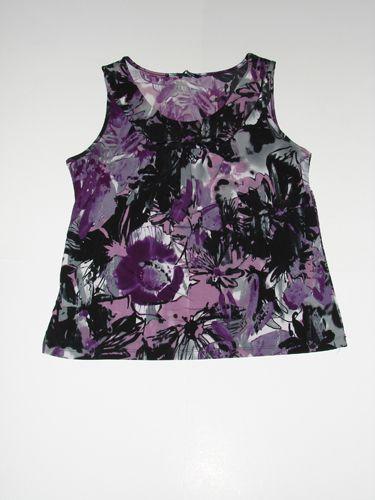 Csinos felső, lilásfekete mintákkal, derékban karcsúsított fazonban! http://www.platinablue.com/Lilasfekete-noi-felso-Hasznalt-noi-ruha.html