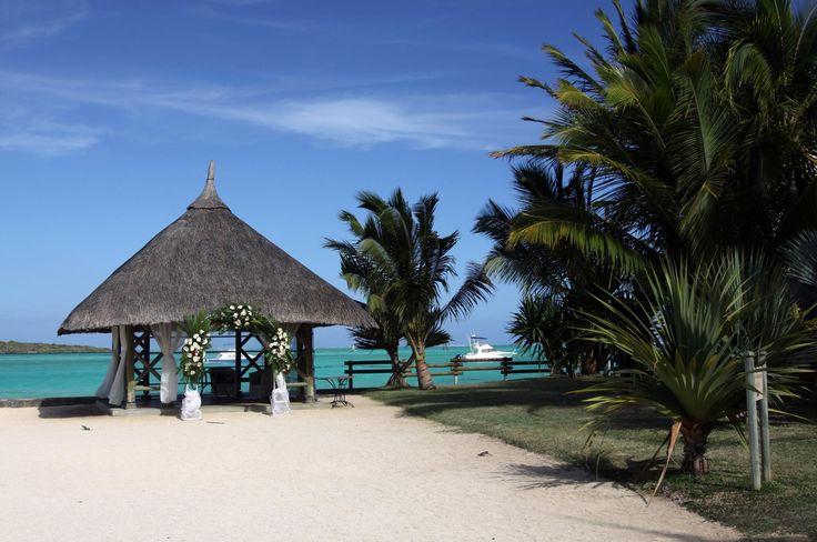 MARIAGES À L'ÉTRANGER      FULL-EVENTS s'est fait une spécialité de l'organisation de mariages à l'étranger : Ile Maurice, Réunion, Polynésie , Corse, Marrakech , Maldives , Thaïlande, Koh Samoui...       Nous prenons en charge le mariage de A à Z : voyage, réception, hébergement afin que vous et vos convives viviez un moment d'exception.  Un mariage à deux ou avec votre famille et amis, nous organisons votre mariage comme dans vos rêves.