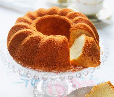 Mumsigt recept på fantastisk, klassisk sockerkaka. Du gör den mjuka kakan av bland annat mjölmix, socker och havrebaserad grädde. Perfekt att servera till fika!