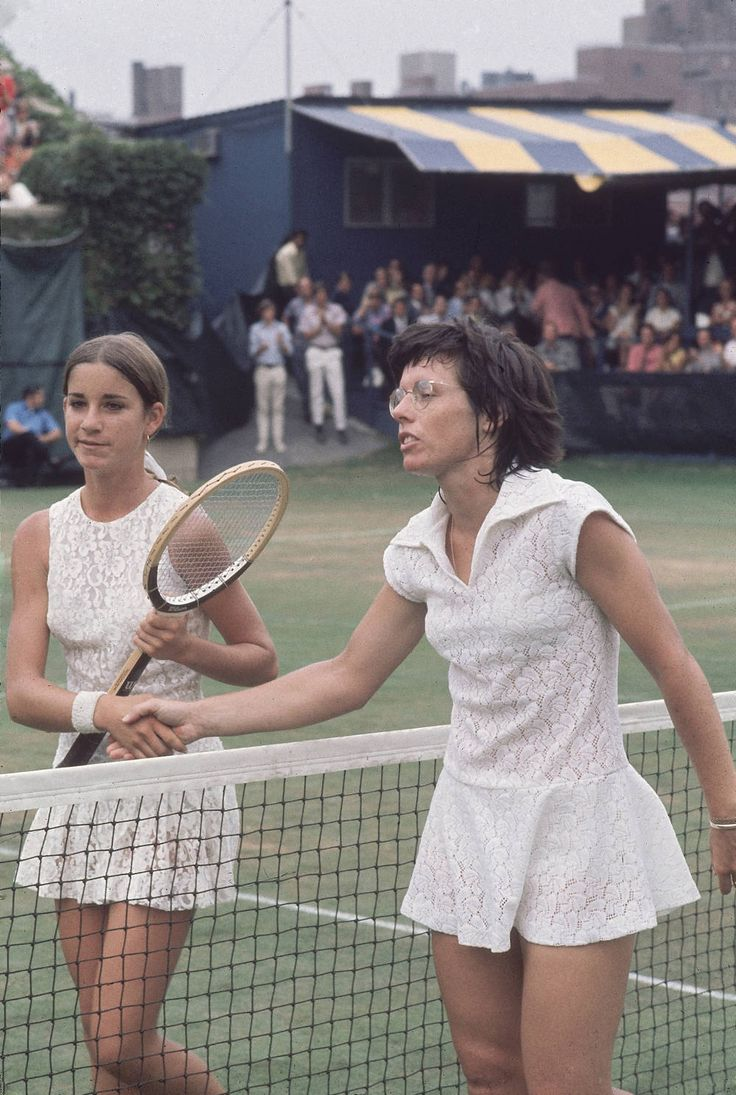 White lace was a trend on the court in 1971. Seen here on Chris Evert and Billie Jean King. <3