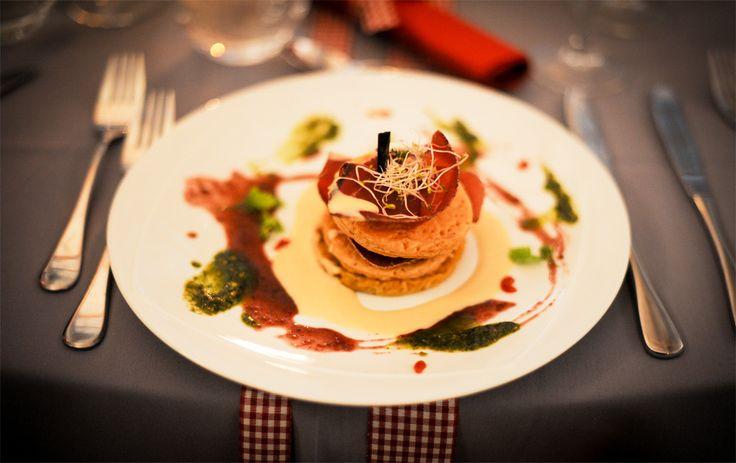 L'Autriche s'invite dans vos assiettes. Mets traditionnels revisités, produits frais de qualité et présentation soignée sont réunis pour un succulent voyage culinaire.