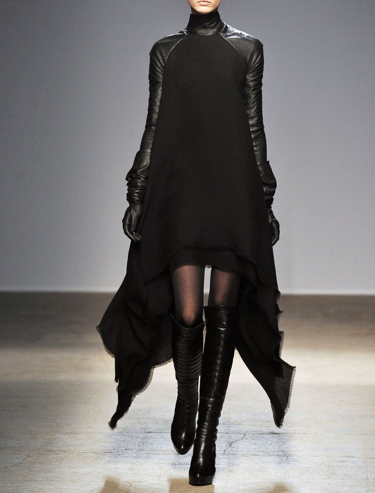 Gareth Pugh Fall 2010 Ready-to-Wear Fashion Show