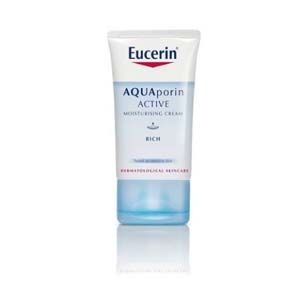 Eucerin Crema Eucerin Naquaporin Light X 40 Ml Proporciona una hidratación duradera incluso en las capas más profundas, rápida absorción, ideal como base de maquillaje. Adecuado para pieles sensibles. Rápida absorción. No comedogénico.