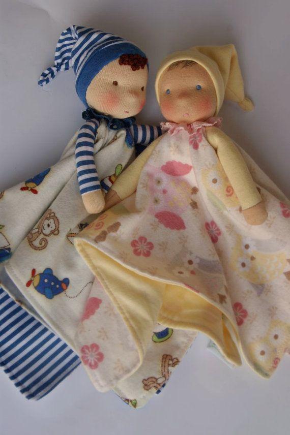 Diese Auflistung ist 50 % Anzahlung. Eine kuschelige Puppe – von einem Baby zu einem Pre-Schooler. Hergestellt aus natürlichen Materialien. Zum Schmusen und saugen durch die jüngste. Der Puppenkopf ist von Schafen Vlies, geprägt, die die Düfte des Hauses absorbiert. Es ist eine gute Idee für eine Mutter, die Puppe zu ihrem Bett für ein paar Nächte zu nehmen, so dass die Puppe Baby Lieblingsduft – aufnehmen kann, die von der Mama. Die kuschelige Puppe kann auch einen Kindergarten getroffen…