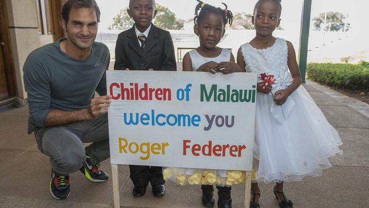 El tenista helvético, Roger Federer, viajó a Malawi para estar con los niños y donar 12 millones de euros que ayuden al país a construir escuelas y mantener las que ya tiene. Se estima que hasta 81 escuelas sean construidas gracias al dinero que Federer donó.