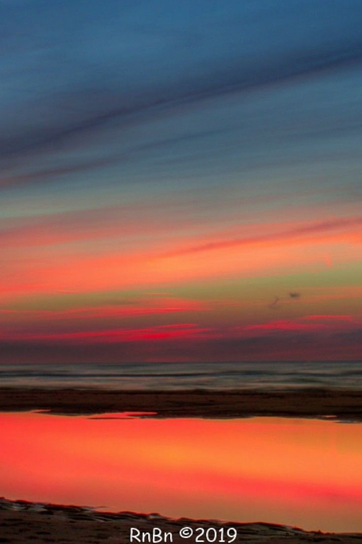 Reflexionen am Strand bei Sonnenuntergang In der Hodson Street Weitere Fotografien sowie ein Blog, eigene Musik und Gedichte finden Sie unter www.athodsonstree …