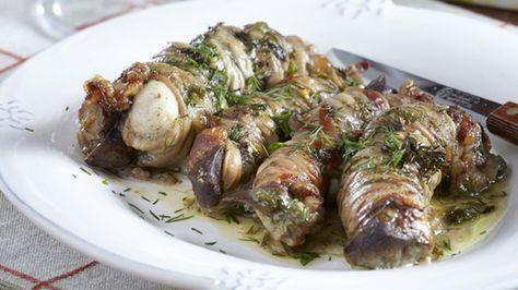 Τα έντερα, οι συκωταριές και τα γλυκάδια του αρνιού θεωρούνται μεγάλη λιχουδιά. Αυτή η συνταγή έχει σαν βάση της τα γαρδουμπάκια, το κρασί, το λεμόνι και φρέσκα μυρωδικά. Ο,τι καλύτερο για το πασχαλινό σας τραπέζι!