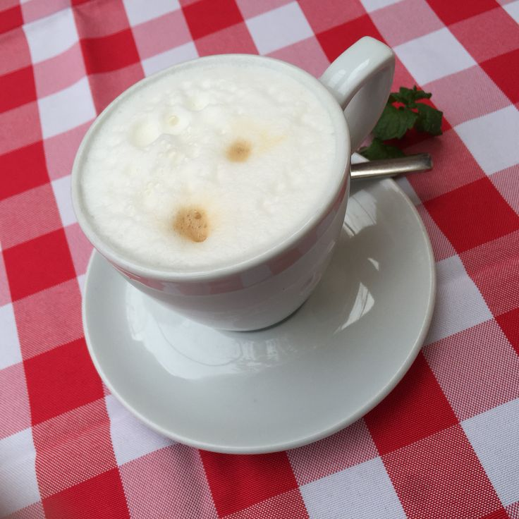 Checkered caffeine boost! The Dullhäusle near Esslingen now has an Alm Hütte to allow for much emjoyment of the lovely winter weather - and their delicious food - without getting cold!