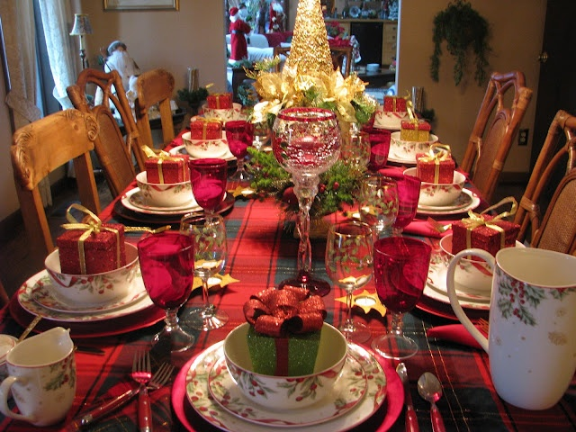 Festive Christmas table - love the china