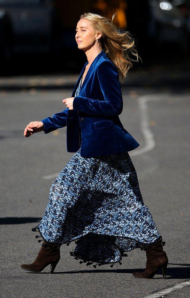 TV star: The blonde actress paired the outfit with a thin black belt and brown suede heele...