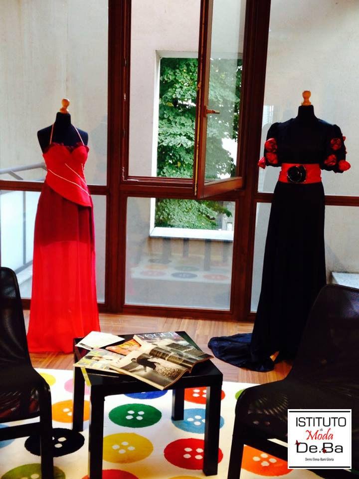 """Le creazioni delle insegnanti Elena Derro e Gloria Antonia Bani vi """"aspettano"""" all'entrata della nostra scuola. www.modadeba.com @elenaderro @gloriabani7"""