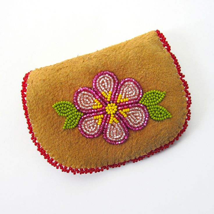 Beaded Moose Hide Coin Purse >>
