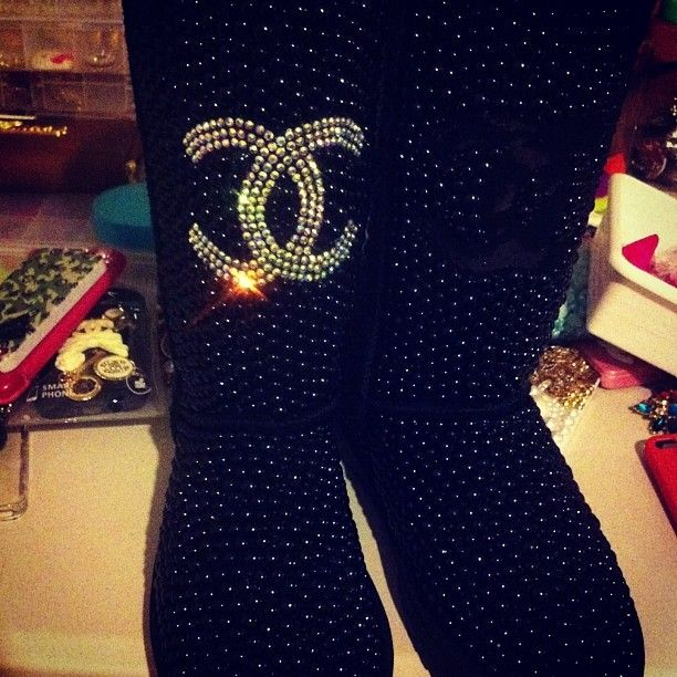 Guess if you are going to wear   ♥ UGG ♥ boots ... this is the way to wear them ...