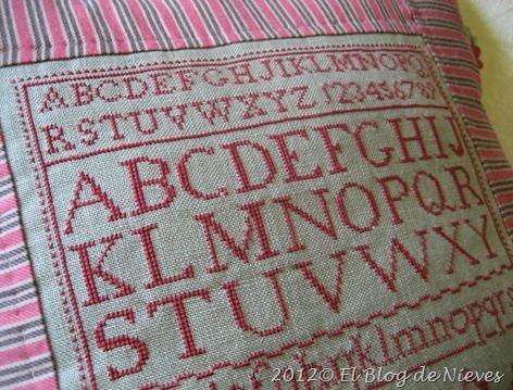 The Red Alphabet de Sheepish Designs punto de cruz cross stitch point de croix