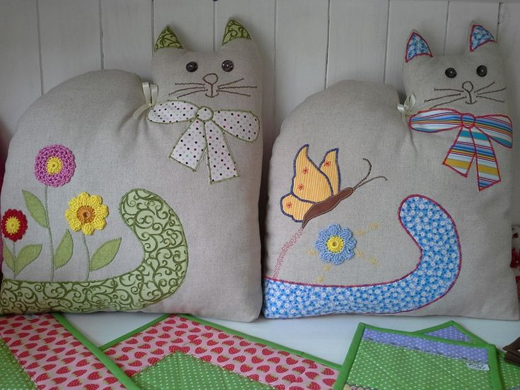 Peso para puertas con forma de gato, patchwork. Cat doorstops. Could be cute pillow also.