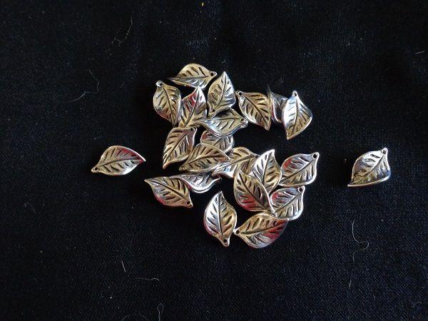 Lot de 22 feuilles argentées