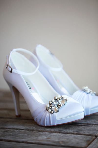 Beautiful bride Shantel wore Anella Wedding Shoes Carina with detachable ankle strap.